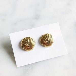 Vintage Gold Seashell Stud Earrings